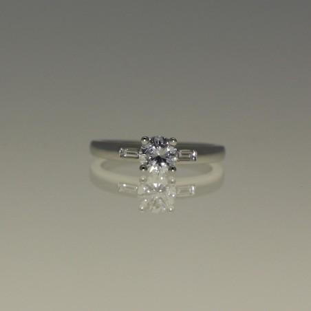 Bague solitaire diamant.