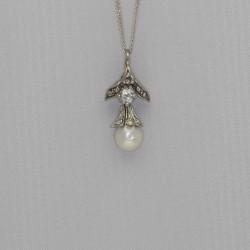 Pendentif diamants et perle.