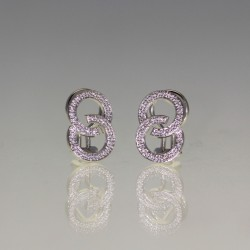 Boucles d'oreilles diamants.