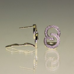 Boucles d'oreilles diamants.