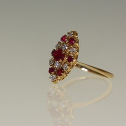 Bague marquise rubis et diamants.