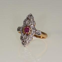 Bague rubis et diamants.